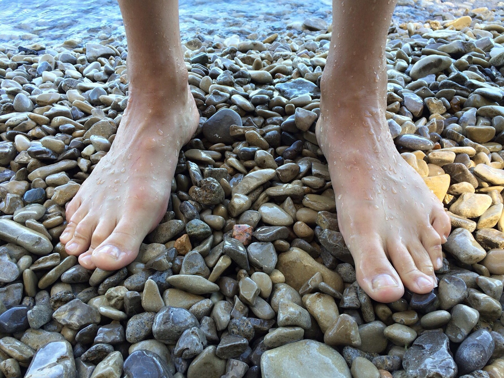 【陸王】ミッドフット着地?足を痛めない本来の歩き方は「かかと以外」で着地!