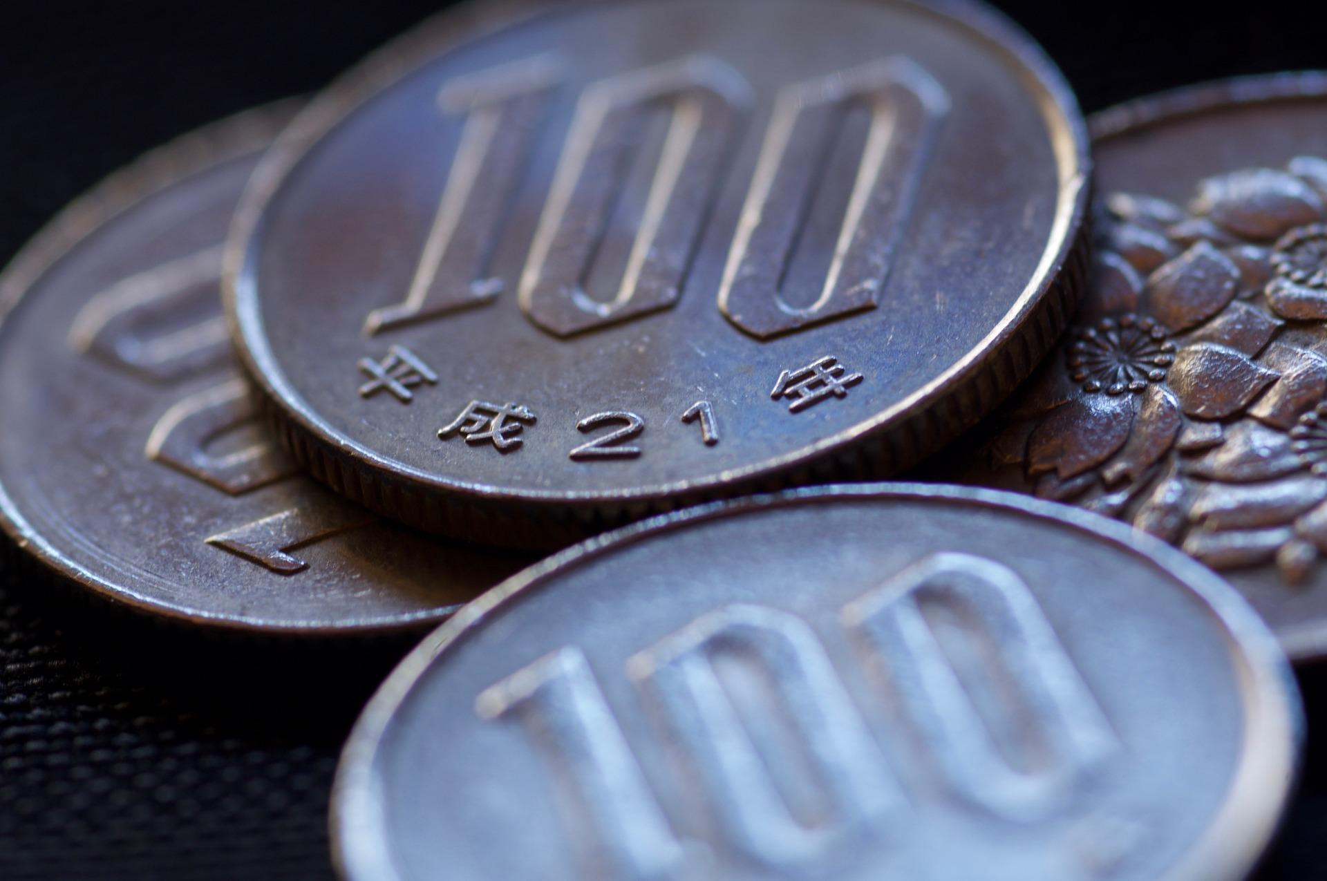 クレジットカードデビューは楽天カードに!普段の支払いも現金からカードにシフトしてポイントを貯めよう